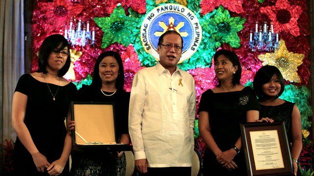 RECOGNIZING ROBREDO. President Benigno S. Aquino III graces the awards ceremony of the conferment of the Quezon Service Cross award on the late Interior and Local Government Secretary Jesse Robredo who died in a plane crash off Masbate coast last August. Photo by Macalanang Photo Bureau.