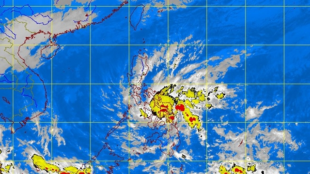 MAKING LANDFALL. Tropical Storm Quinta makes landfall in Eastern Samar on Tuesday evening. PAGASA satellite image as of 10:30 pm