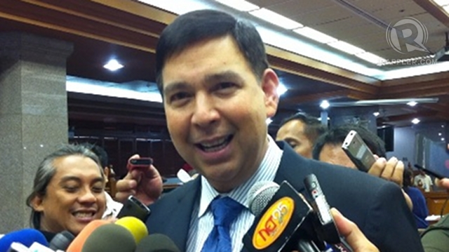 'GO AHEAD.' Sen Ralph Recto says giving minors access to contraceptives without requiring parental consent is like telling them to go ahead and keep having sex. File photo by Ayee Macaraig 