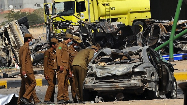 TRUCK BLAST. Saudi rescue workers are seen at the site where a truck transporting gas exploded on November 1, 2012 in Riyadh. AFP PHOTO/FAYEZ NURELDINE