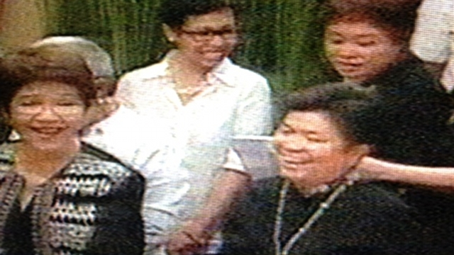 CABINET TRIBUTE. The late Jesse Robredo's colleagues in the Cabinet pay tribute to him – through songs. Screen grab from Malacañang feed