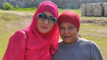 "DOWN SOUTH. Superstar Nora Aunor poses with Tawi-Tawi Vice-Governor Ruby Sahali before the shooting of indie flim ""Thy Womb"" directed by Brillante Mendoza. (Photo courtesy of Vice-Gov Ruby Sahali)"