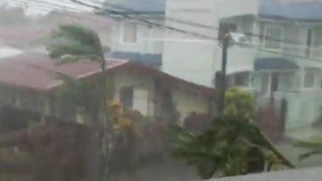 screenshot-tacloban-video-karl-jake-20131108 - Typhoon Yolanda lashing: Images - Philippine Business News