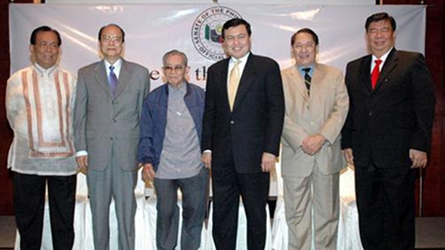 SENATE PRESIDENTS. Maceda poses with fellow former Senate leaders Aquilino Nene Pimentel Jr, Jovito Salonga, Manny Villar, Edgardo Angara and Franklin Drilon in an event back in 2006. File photo from Senate website
