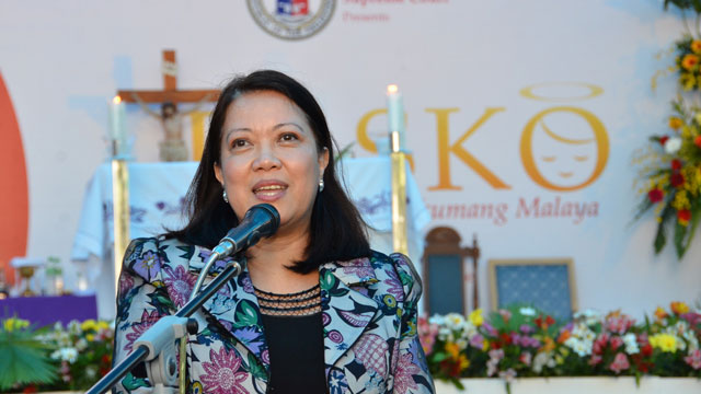 NO MORE DIVISION. Sereno wants a unified judiciary for Christmas. Photo source: SC PIO