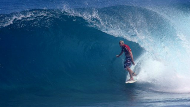 MAJESTIC WAVES. Photo shows Hawaiian surfer Jamie O'Brien riding a barrel wave en route to defeating Australia's Dru Adler in their round four heat at the Cloud 9 Invitational surfing competition in Siargao Island, the Philippines. Photo by AFP.