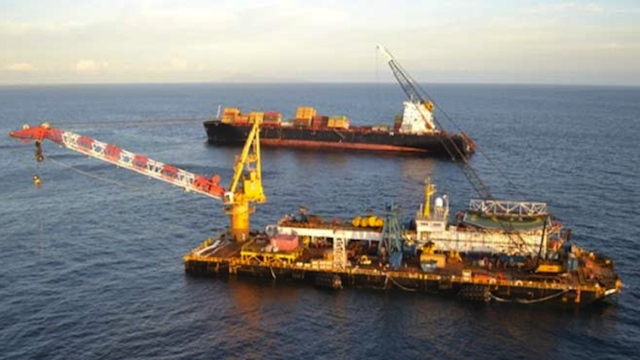 FLOATING CRANE. The SMIT Borneo, on its way to Tubbataha, has been used in other major salvage operations like that of the Italian cruise ship Costa Concordia in January 2012. Photo from Maritime News