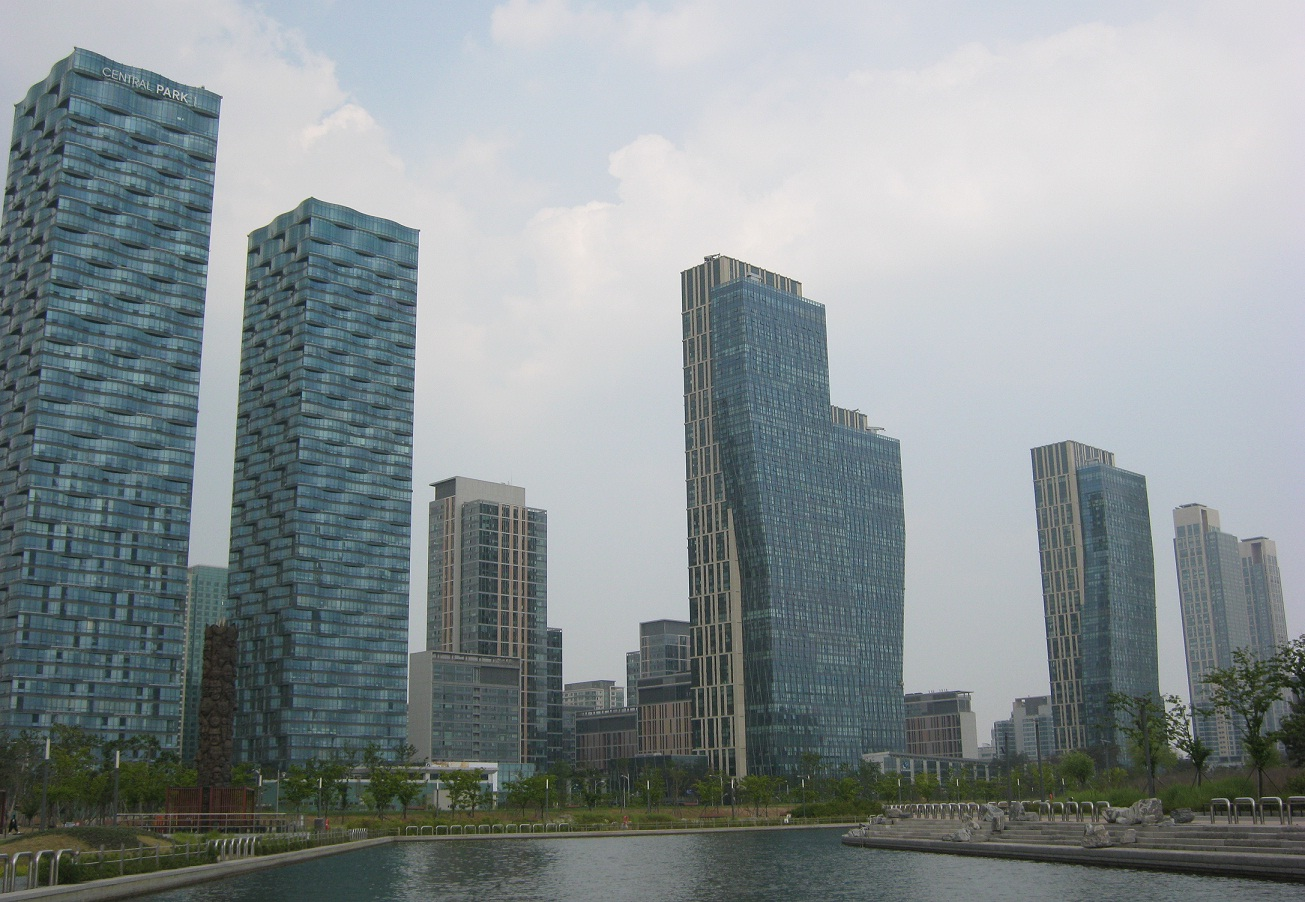 GREEN CITY. Korea's Green City, Songdo, boasts of sustainable buildings and efficient power and energy use. Photo courtesy of Cai Ordinario.