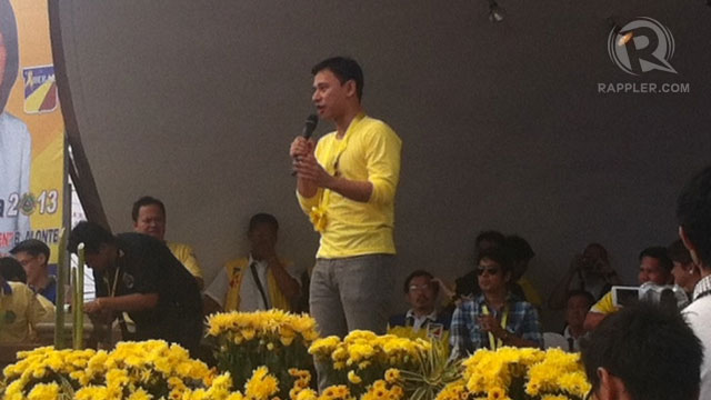 LAGUNA SORTIE. Senatorial bet Sonny Angara in the town of Bian. Photo by Natashya Gutierrez