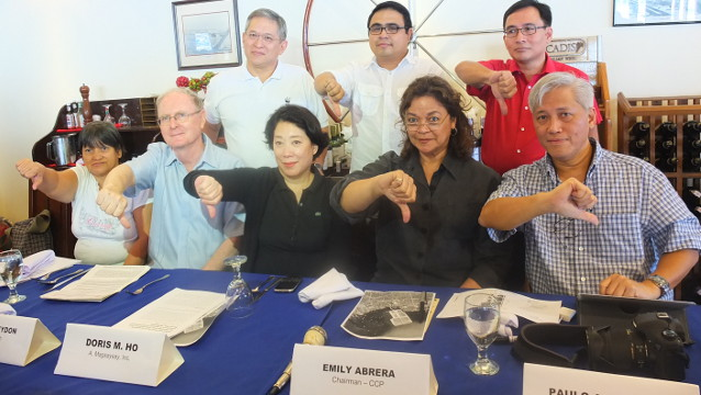 NO TO RECLAMATION. Members of the S.O.S. Save Manila Bay Coalition give a thumbs down to the reclamation project during a press conference on January 5 at the Manila Yacht Club