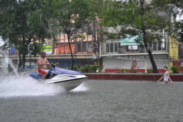"""Despite the bad weather, the Filipino sense of humor is unparalleled."" Photo from Lina Jobstreet Facebook page"