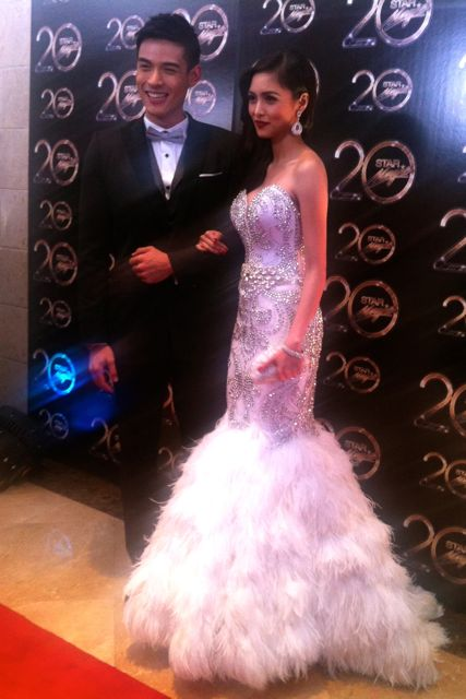 COUPLE OF THE NIGHT Xian Lim and Kim Chiu. Xian wore a suit by Pepsi Herrera and Kim wore a gown by Edwin Tan.