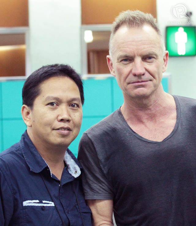 A fan has his photo taken with English musician Sting at Ninoy Aquino International Airport.