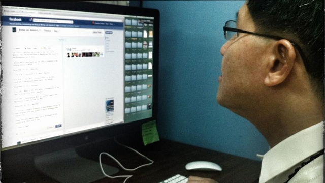 FACEBOOK-SAVVY. Manila Archbishop Luis Antonio Tagle checks his Facebook page, which has over 125,300 'likes' as of posting time. Photo from facebook.com/archbishoptagle