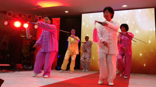 GRACE IN MOTION. Members of the Luneta Taichi Group perform at the Lucky Chinatown Mall on February 9.