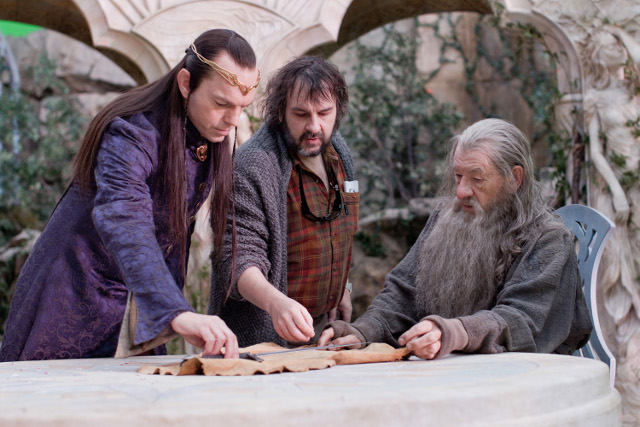 Hugo Weaving (Elrond), Director Peter Jackson and Ian McKellen (Gandalf), contemplate a cursed sword