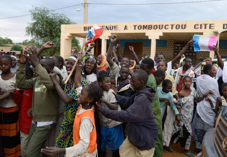 LIBERATED. Residents celebrate after Malian soldiers entered the historic city of Timbuktu, occupied for 10 months by Islamists who imposed a harsh form of sharia, on January 28, 2013. AFP PHOTO ERIC FEFERBERG