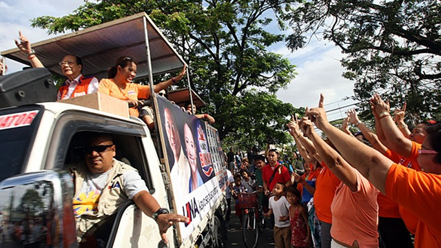 'PERSONAL TOUCH.' While rival candidates offer iPads via social media, UNA bets rely on a template of motorcades, shows and messages. Is it effective? Photo courtesy: UNA