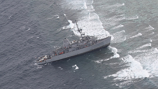 STUCK ON THE REEF. Photo of the USS Guardian stuck at the Tubbataha North Atoll taken from a Nomad plane from the Philippine Air Force on 17 January courtesy of AFP WESCOM