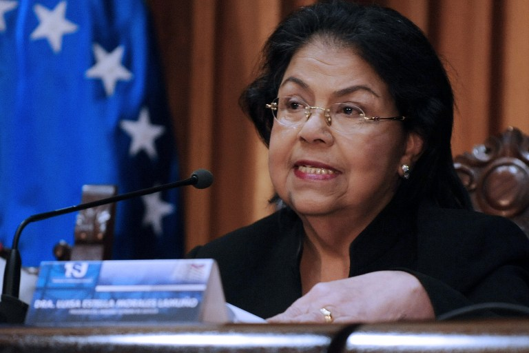 The President of the Venezuela's Supreme Tribunal of Justice Luisa Estella Morales (C) speaks during a press conference in Caracas on January 09, 2012. AFP PHOTO / LEO RAMIREZ