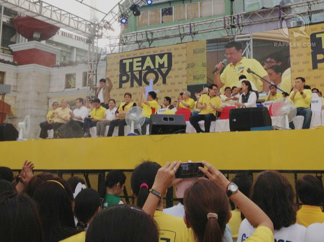 TEAM PLAYER. Senator Manny Villar, once the top contender for the president's office, showed his support for his wife and fellow members of the Nacionalista Party at the Team PNOY proclamation rally.