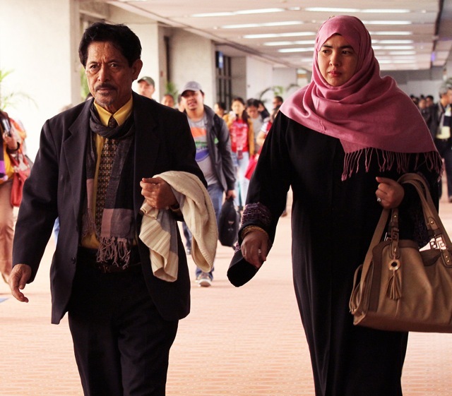 ARRIVED. MNLF Chair Nur Misuari arrives with his wife Tarhata Ibrahim Arsad on Saturday, February 9. Photo by Jedwin Ilobrera