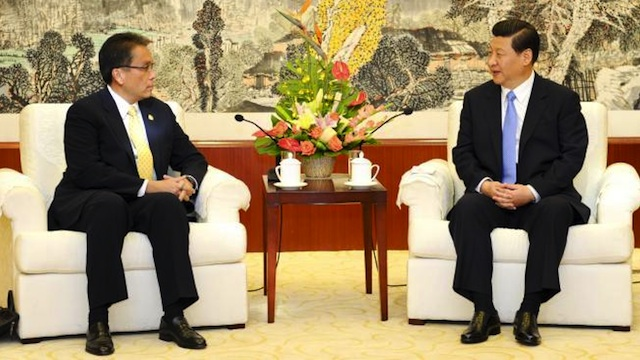MENDING TIES. DILG Secretary Mar Roxas meets with Chinese Vice President Xi Jinping on September 22, 2012. Photo courtesy of Xinhua/Xie Huanchi
