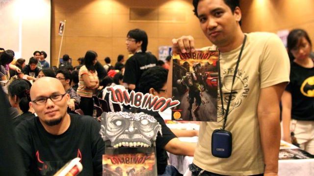 PARTNERS IN GRIME. 'Zombinoy' writer-penciler Geonard Yleana (right) and illustrator Sid Santos pimp their maiden effort at Summer Komikon 2012