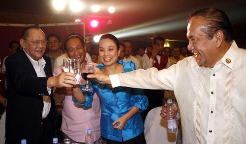 BOSS DANDING: NPC founder Eduardo Cojuangco with party president Faustino Dy Jr and Senator Loren Legarda (photo from senate.gov.ph)