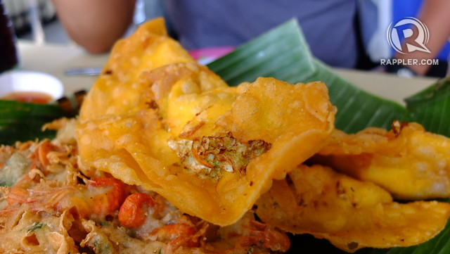 DELICACY. Some of the best empanada and okoy are found in the cluster of stalls near Plaza Burgos