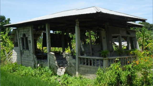 COMMON HOUSE. Concrete hollow block (CHB) houses are common in the Philippines because they are cheap and easy to construct. Photo from PHIVOLCS