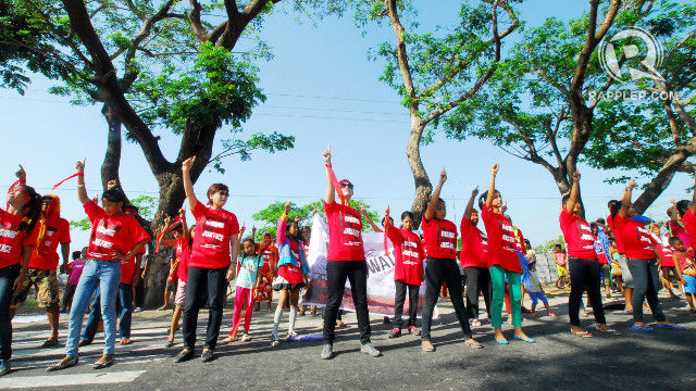 PEASANT WOMEN RISING. Theater actress and One Billion Rising Global Coordinator Monique Wilson dances with the peasant women of Hacienda Luisita to call for genuine land reform. All photos by Dax Simbol/Rappler