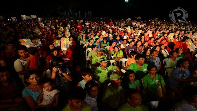 SUPPORTERS. Candidates' supporters and voters attend Rappler's first senatorial debate. Photo by Aya Lowe/Rappler