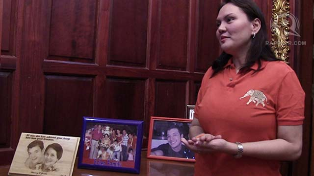 "LOYAL DAUGHTER, LOYAL FAN. Gwen giggles as she shares how she and her mother idolize actor Jericho Rosales. Two of the actor's photos are displayed in the ""White Castle."""