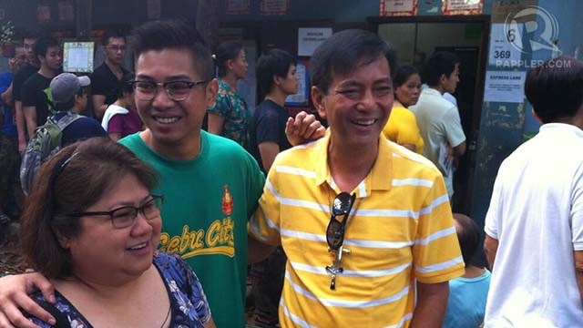 RE-ELECTIONIST MAYOR. Mike Rama arrives in Guadalupe to vote. Photo by Ayee Macaraig/RAPPLER