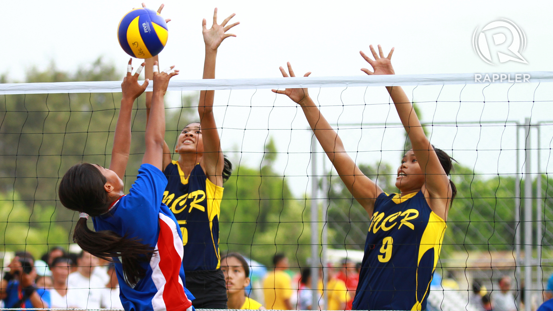 Volleyball: Favorites advance to semis
