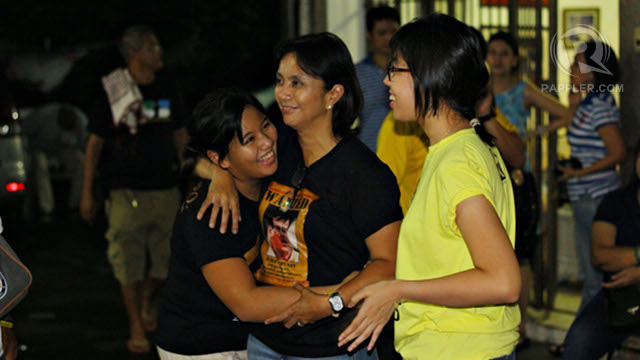 VICTORY? LP bet Leni G. Robredo (center) shares a relaxed moment with her children Trisha and Jillian Robredo at their residence in Naga City as early poll results show she leads by a large margin vs opponent Nelly Villafuerte. Photo by Rappler/Allan Camata