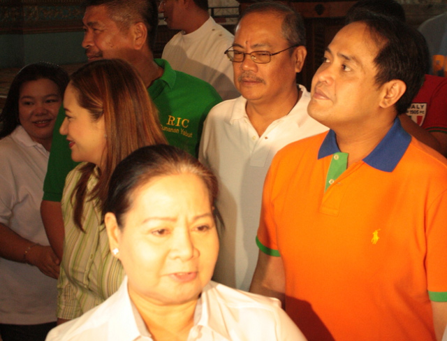 PINEDA CLAN. Pampanga Gov. Lilia Pineda, her son and daughter join this year's elections in Pampanga.