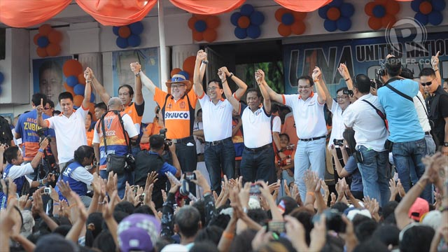 STRONG ENDORSEMENT? Vice President Jejomar Binay and his Iloilo candidates question the endorsing power of LP's Mar Roxas and Sen Franklin Drilon in Western Visayas. Photo by Rappler/Franz Lopez