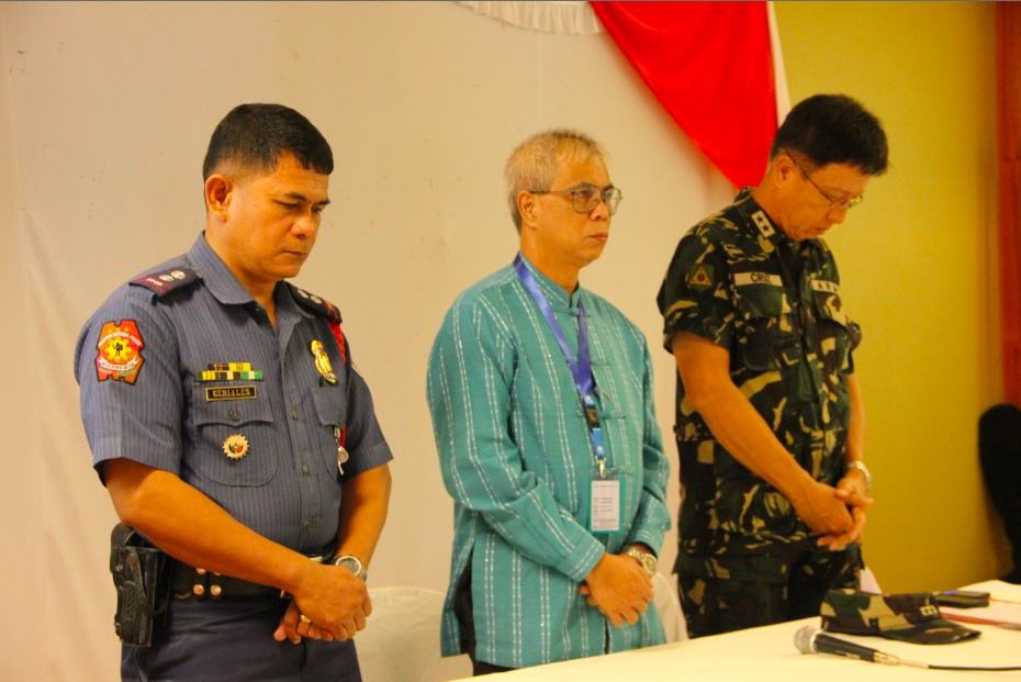 THE ORGANIZERS: (From left) Police Supt Devin Ceriales, deputy provincial commander; Atty Tomas Valera, provincial election supervisor; and Maj Gen Ricardo Rainer Cruz III, commander of the Army's 1st Infantry Division. Photo by Gualberto Laput