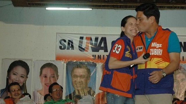 CAMPAIGN MUST? Audrey and Migz Zubiri share a kiss on the UNA campaign stage in Baguio. Photo from Zubiri's Facebook page