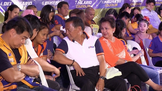 FAMILY HUDDLE. Vice President Jejomar Binay talks to daughter senatorial bet Nancy Binay before taking the podium at the UNA proclamation rally in Makati.