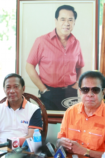 "2016 PRESIDENT. Singson pledges support for Binay's presidential ambitions, saying, ""There will be no president other than Vice President Binay."" Photo from OVP Media"