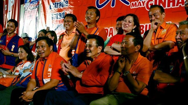 LIKE OLD TIMES. Former President Joseph Estrada with son Jinggoy (left) and running mate Jejomar Binay during a sorty in 2010. Photo from Estrada's Facebook page