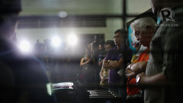 FED UP. Comelec Chair Sixto Brillantes Jr says he has heard the same criticisms over PCOS machines 'about 100 times.'  He inspects PCOS machines during the mock polls last February 2. Photo by John Javellana