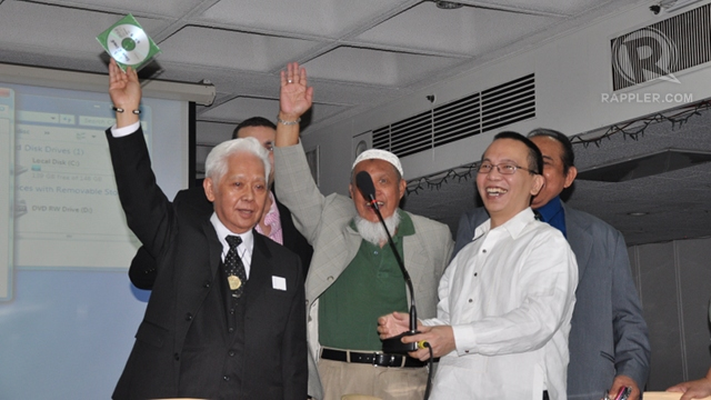 'IT'S HERE.' For the first time, Comelec chair Sixto Brillantes Jr presents the CD containing the PCOS source code. Photo courtesy of the office of Comelec commissioner Grace Padaca