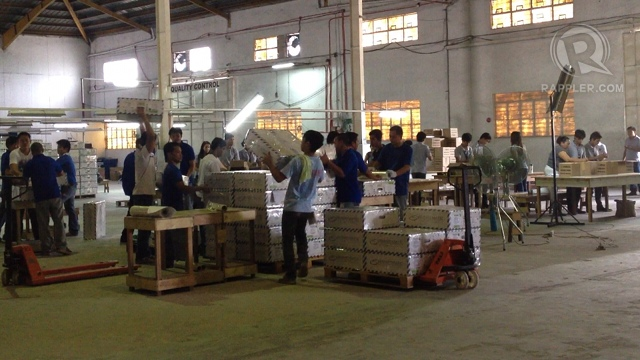 ROUND-THE-CLOCK. Comelec employees work 24/7 to finish assembling PCOS machines by April 30. Photo by Rappler/Paterno Esmaquel II
