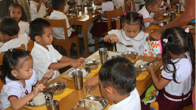 effects of the school feeding programme Discussion paper series school feeding and learning achievement:  the focus of this paper is to examine the effects of school feeding on learning achievement.