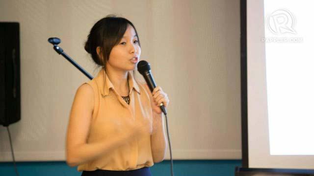 ECO FASHIONISTA. Rags2Riches founder Reese Fernandez-Ruiz talks to workshop participants