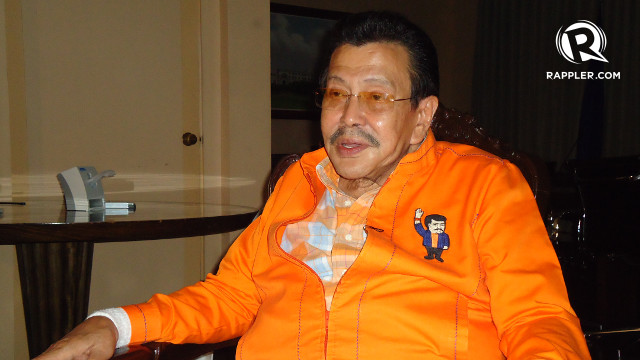"""'STOP THE DIRTY TRICKS.' Mayoral candidate Joseph Estrada says incumbent Mayor Alfredo Lim is living up with his name as """"Dirty Harry."""" Rappler/Jerald Uy"""